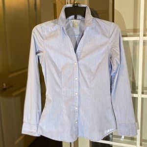H&M blue chambray fitted button down in Sz 2
